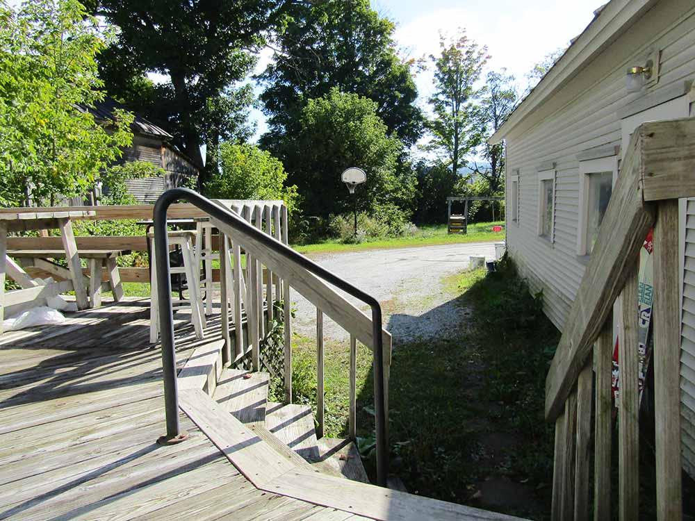 porch-steps-yard