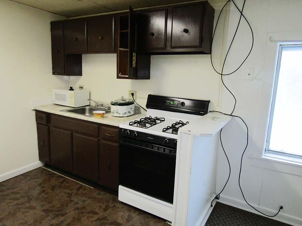 apt-3-kitchen-appliances